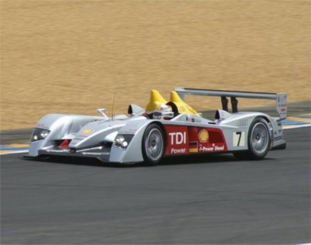 Audi R10 vs Peugeot 908 HDi FAP