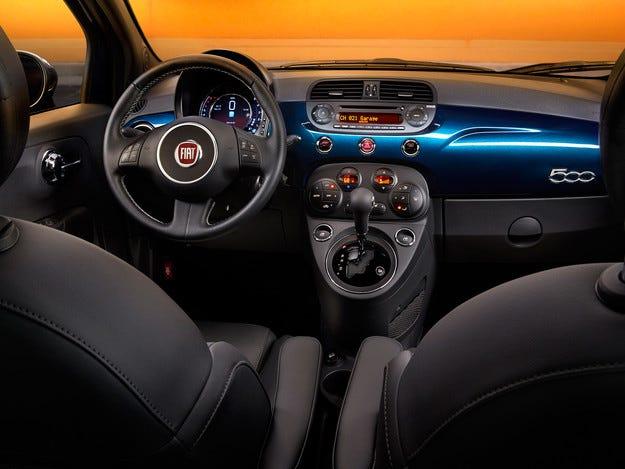Американският хеч  Fiat 500 с обновен интериор