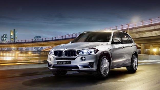 Хибридът BMW Concept X5 eDrive тръгва към конвейера