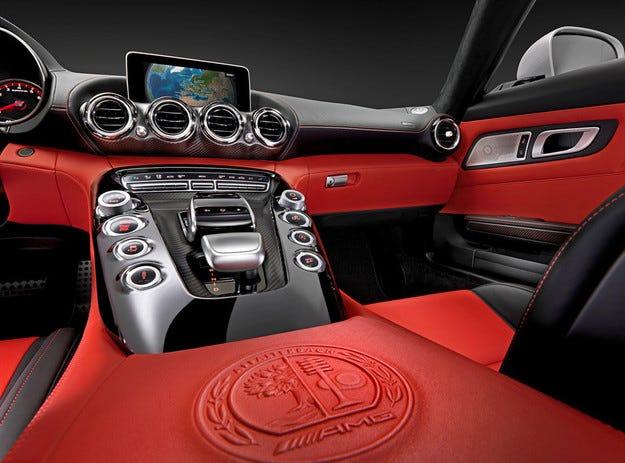 Позволиха да погледнем вътре в Mercedes AMG GT