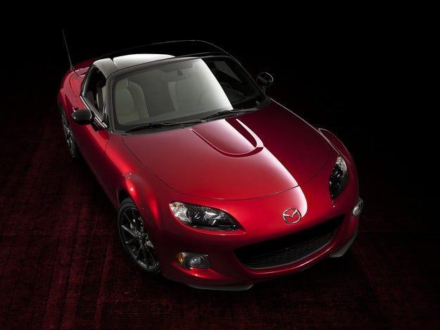 В САЩ показаха юбилейна Mazda MX-5 и шаси на наследника