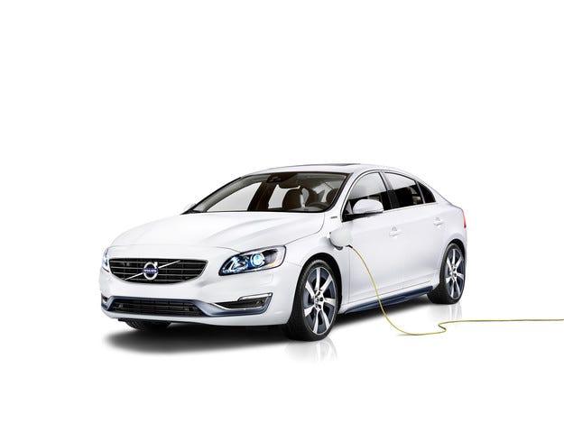 Хибридът Volvo S60L PPHEV тръгва на китайския пазар