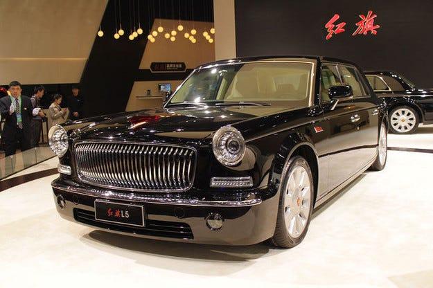 Лимузината Hongqi L5 като символ на партийното величие
