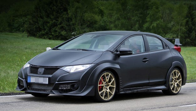 Издебнаха Honda Civic Type R без камуфлаж на пътя
