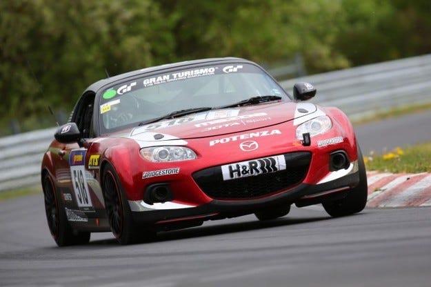 Mazda MX-5 се готви за 24 часа на Нюрбургринг