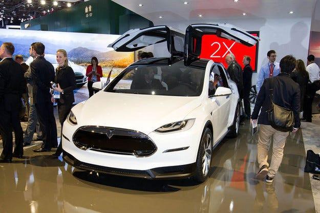 В очакване на викопроходим Tesla Model X през 2015