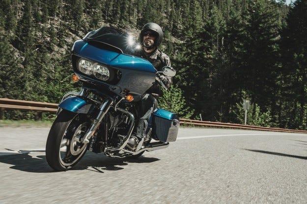 Harley-Davidson RoadGlide 2015 идва с гръм и трясък