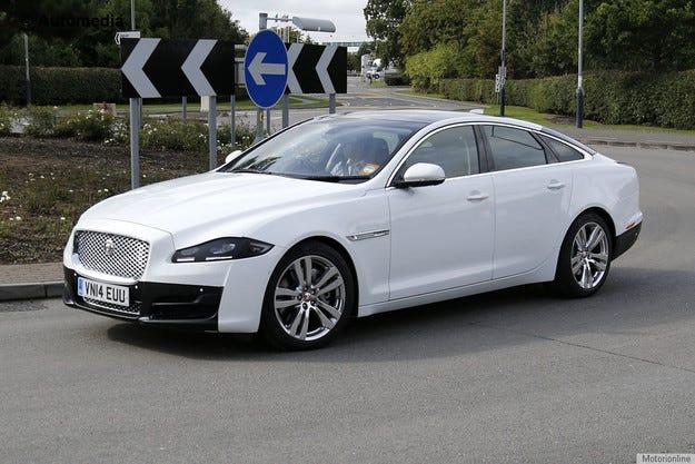 Обновеният Jaguar XJ по време на тестове без камуфлаж