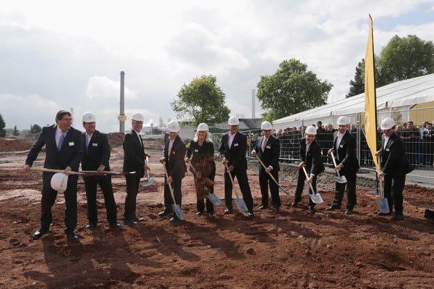Continental изгражда високотехнологичен център