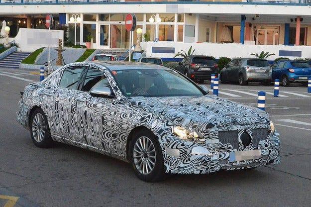 Тестват Mercedes E-класа за моделната 2016