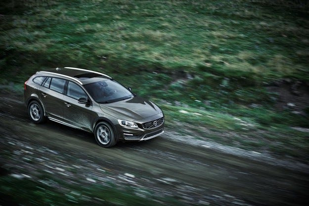 Разкриха Volvo V60 Cross Country преди Лос Анжелис