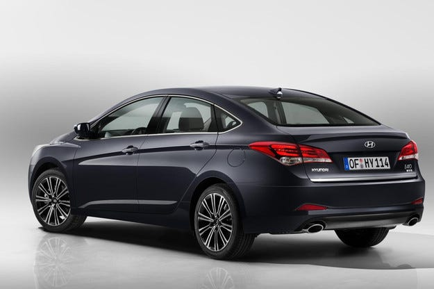 Hyundai представи обновения i40 във версии седан и комби