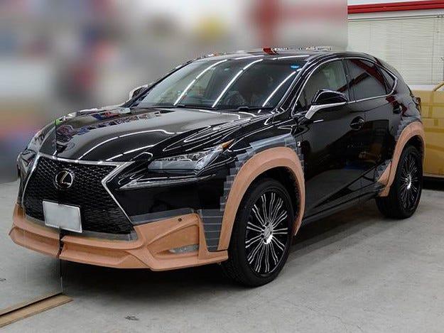 Промениха дизайна на малкия кросоувър Lexus
