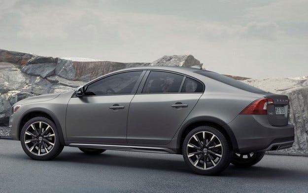Шведската компания Volvo превръща седана S60 в кросоувър