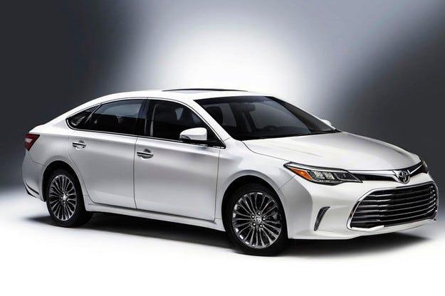 Представиха в Чикаго обновения седан  Toyota Avalon