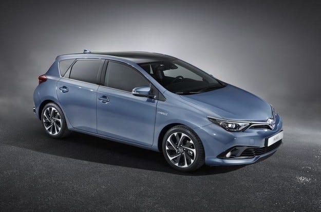 Разкриха първите снимки на обновения Toyota Auris