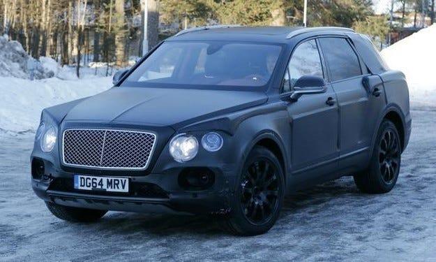 Bentley Bentayga e издебнат по време на пътни изпитания
