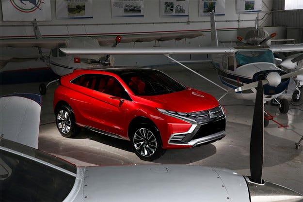 Mitsubishi представя новия си хибриден кросоувър