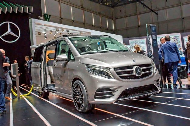 Mercedes V-класа се превърна в хибрид за Женева