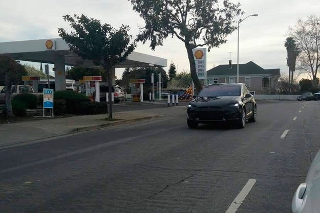 Tesla пуска електрическия кросоувър Model X това лято