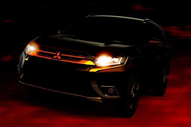 Mitsubishi показва в Ню Йорк обновения кросоувър Outlander