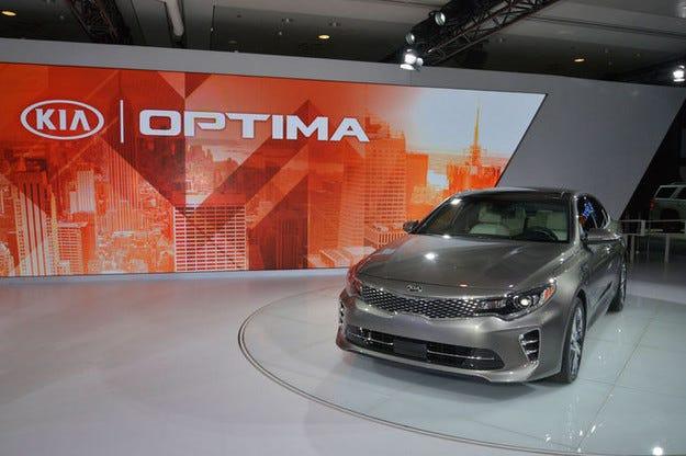 Kia Optima: Стартира като спортно конфигуриран седан