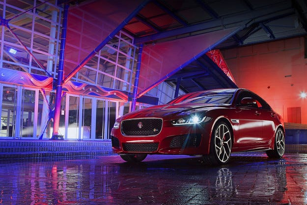 Jaguar обяви старта на производството на седана XE