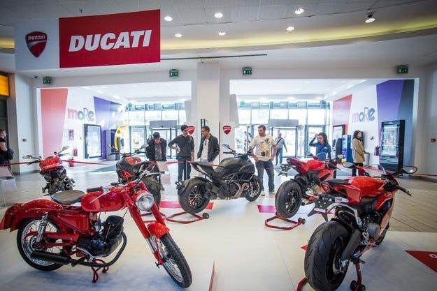 Представят пълната гама 2015 на моторите  Ducati