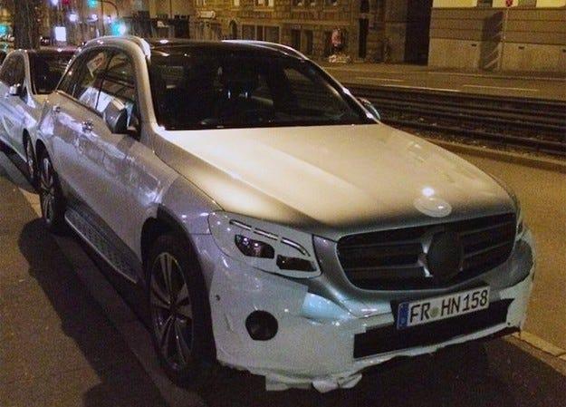 Ясна е датата на премиерата на кросоувъра Mercedes GLC