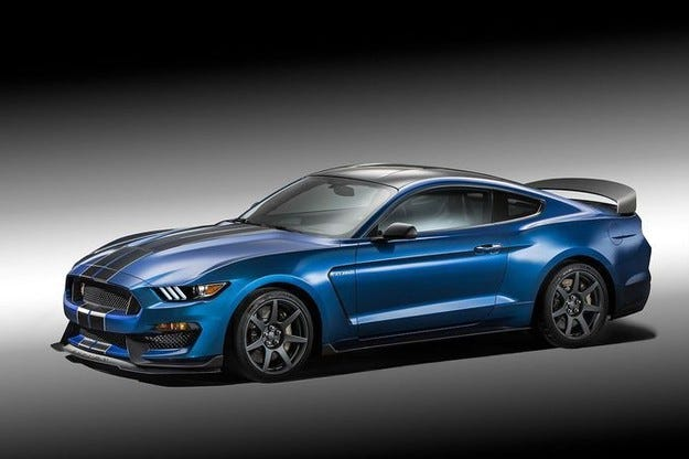 Само 37 копия от Ford Mustang Shelby GT350R 2015