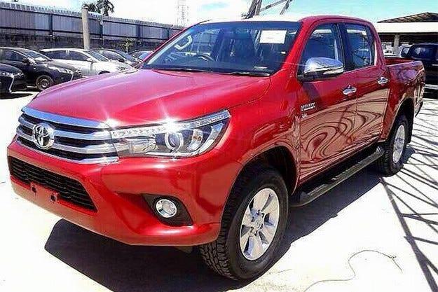 Разкриха новия пикап Toyota Hilux преди премиерата му