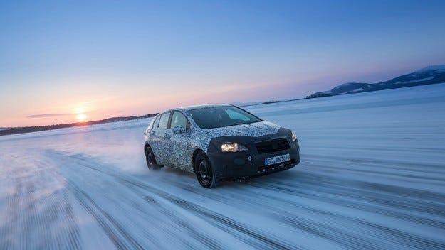 Opel Astra: Маскировката е първата стъпка към успеха