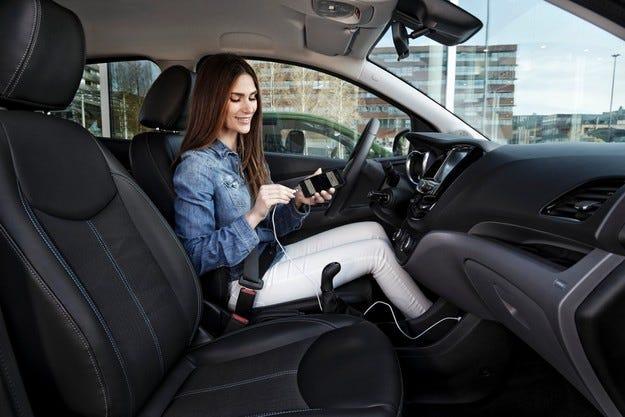 Opel е лидер по внедряването на Android Auto и Apple CarPlay