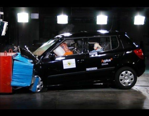 Краш тест Skoda Fabia и Honda Civic Hybrid