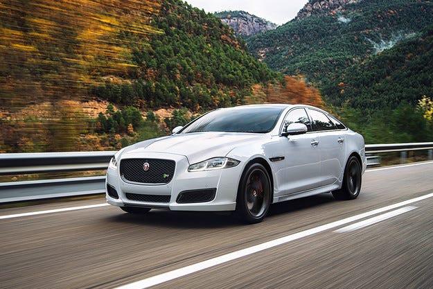 Британската компания Jaguar представи обновения седан XJ