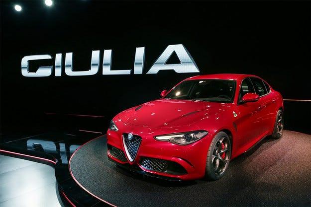 В Милано представиха новия седан Alfa Romeo Giulia