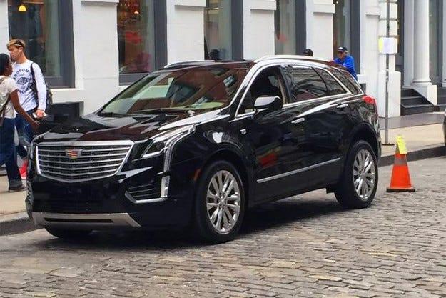Издебнаха новия кросоувър Cadillac XT5 без камуфлаж