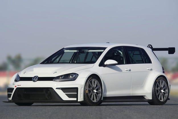 VW Golf TCR с 330 к.с. или кой се страхува от звяра