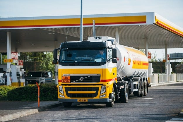 Най-голямата бензиностанция на Shell отново отваря врати