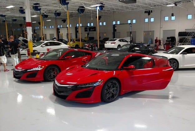 Появиха се първите снимки на серийната версия Honda NSX