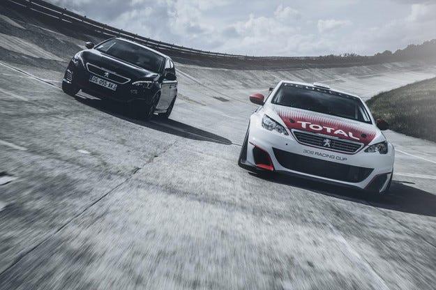 Peugeot показа състезателната версия на 308