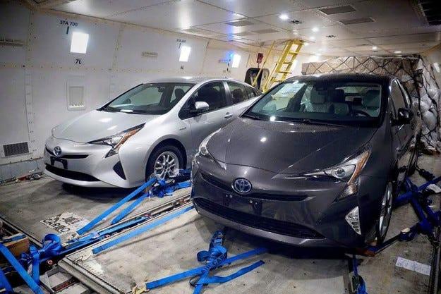 Разсекретиха дизайна на новото поколение Toyota Prius