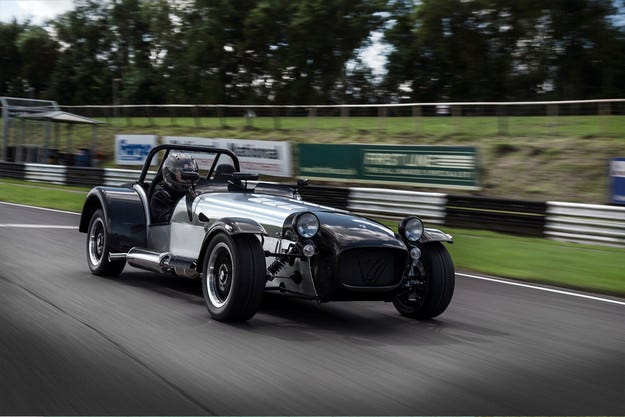 Caterham разработи свръхлек спортен автомобил