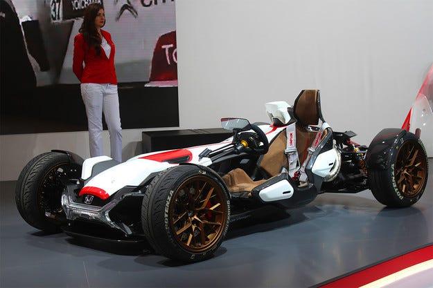 Honda показа спортен автомобил с двигател на мотоциклет