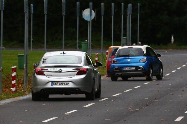 Opel демонстрира технологии за по-добро шофиране