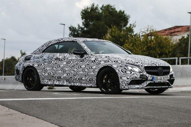 Mercedes пусна кабриолета AMG C63 на пътни тестове