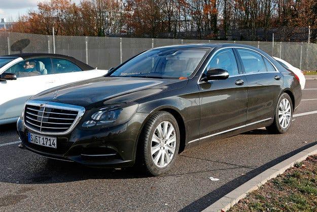 Издебнаха за първи път обновения Mercedes S-класа