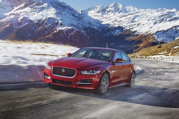 Jaguar XE получи версия със задвижване на всички колела
