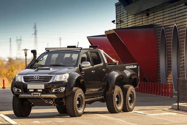 Българи направиха свръхпикап: Vromos Toyota Hilux 6x6