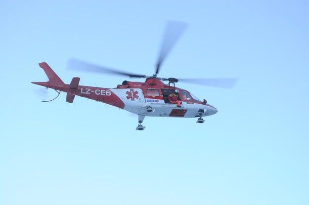 """Хеликоптерът """"Активна грижа"""" откри ски сезона в Пампорово"""